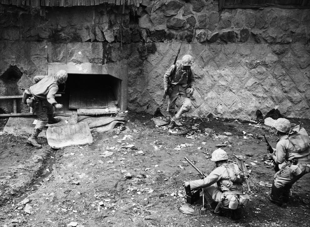 14-252 Garand Picture of the Day - Seoul September 1950.