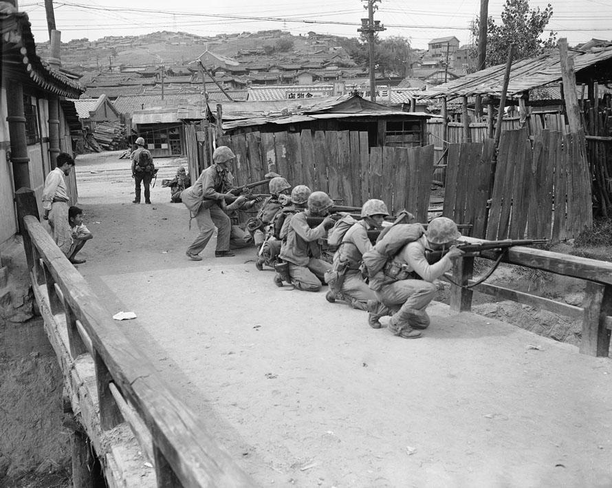 12-283 Garand Picture of the Day - Seoul 1950